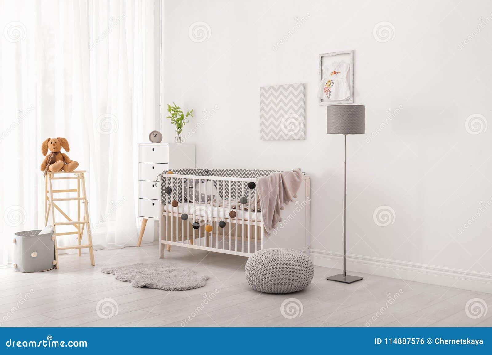 Interno della stanza del bambino con la greppia