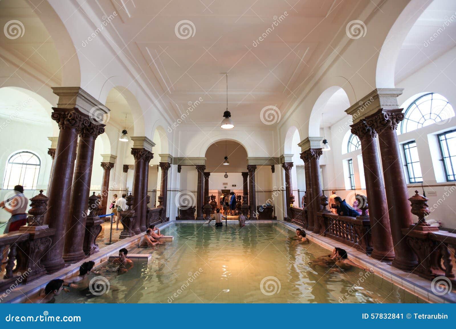 Bagni Termali Di Rudas Budapest : Interno della stazione termale di szechenyi bagno therms a