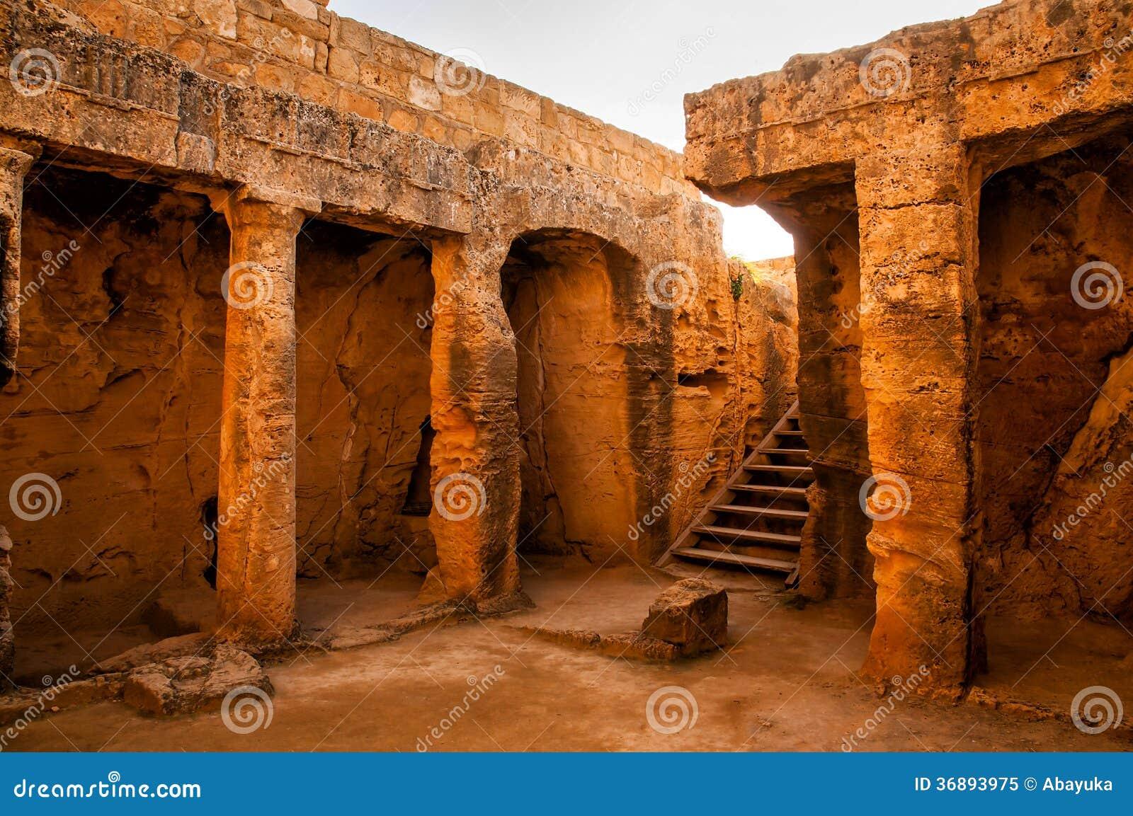 Download Interno della tomba antica immagine stock. Immagine di tramonto - 36893975