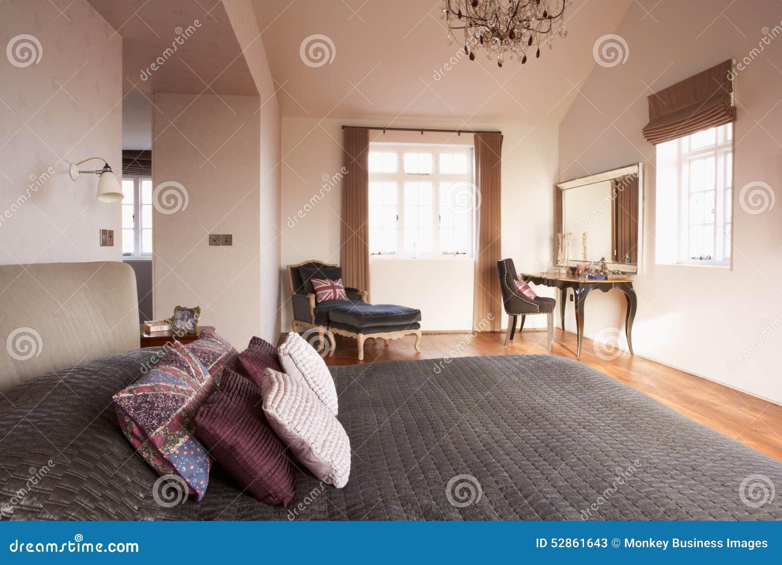 Illuminazione Camera Da Letto Contemporanea : Interno di bella camera da letto contemporanea immagine stock