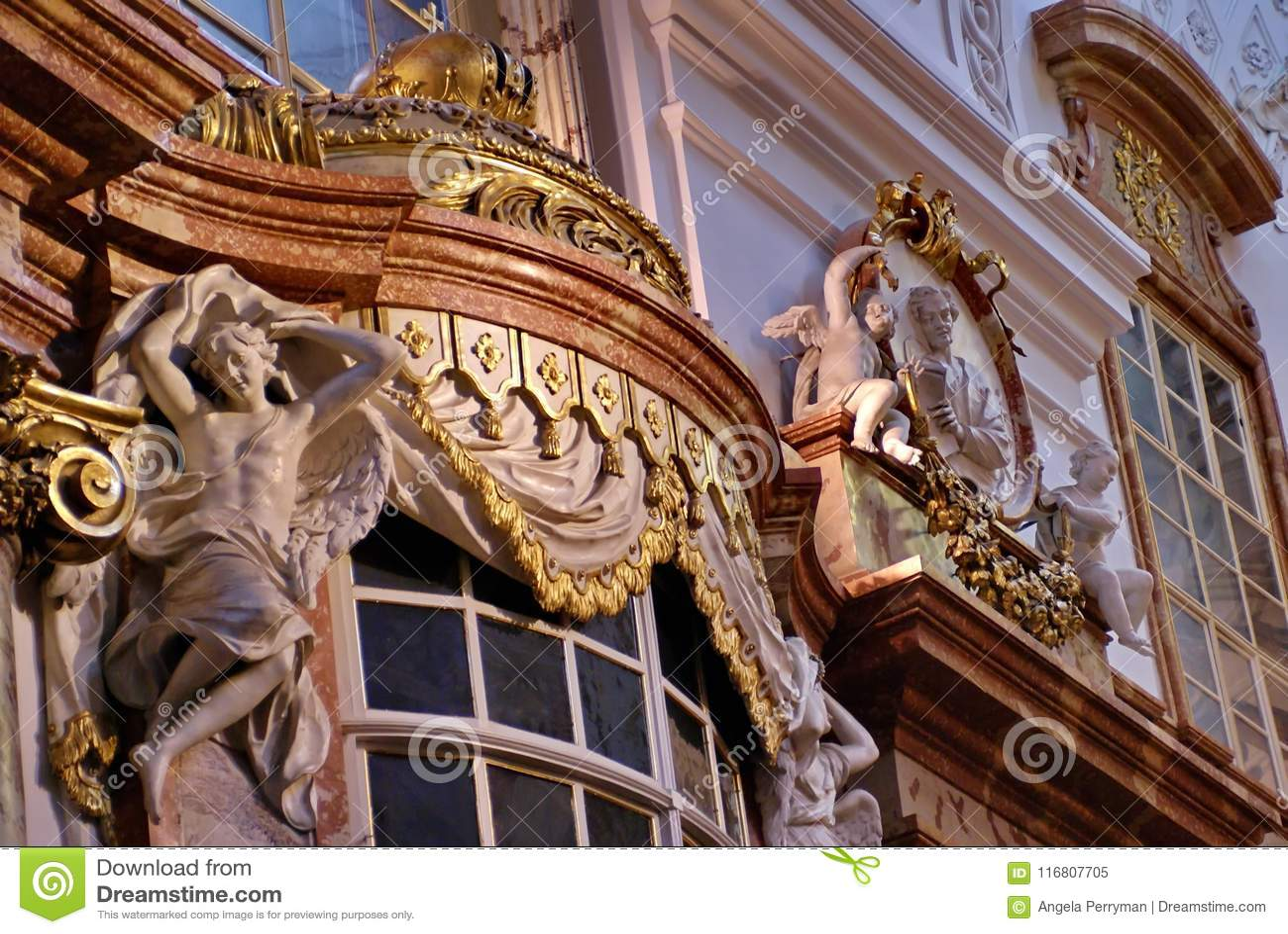 Interno di Karlskirche a Vienna, Austria