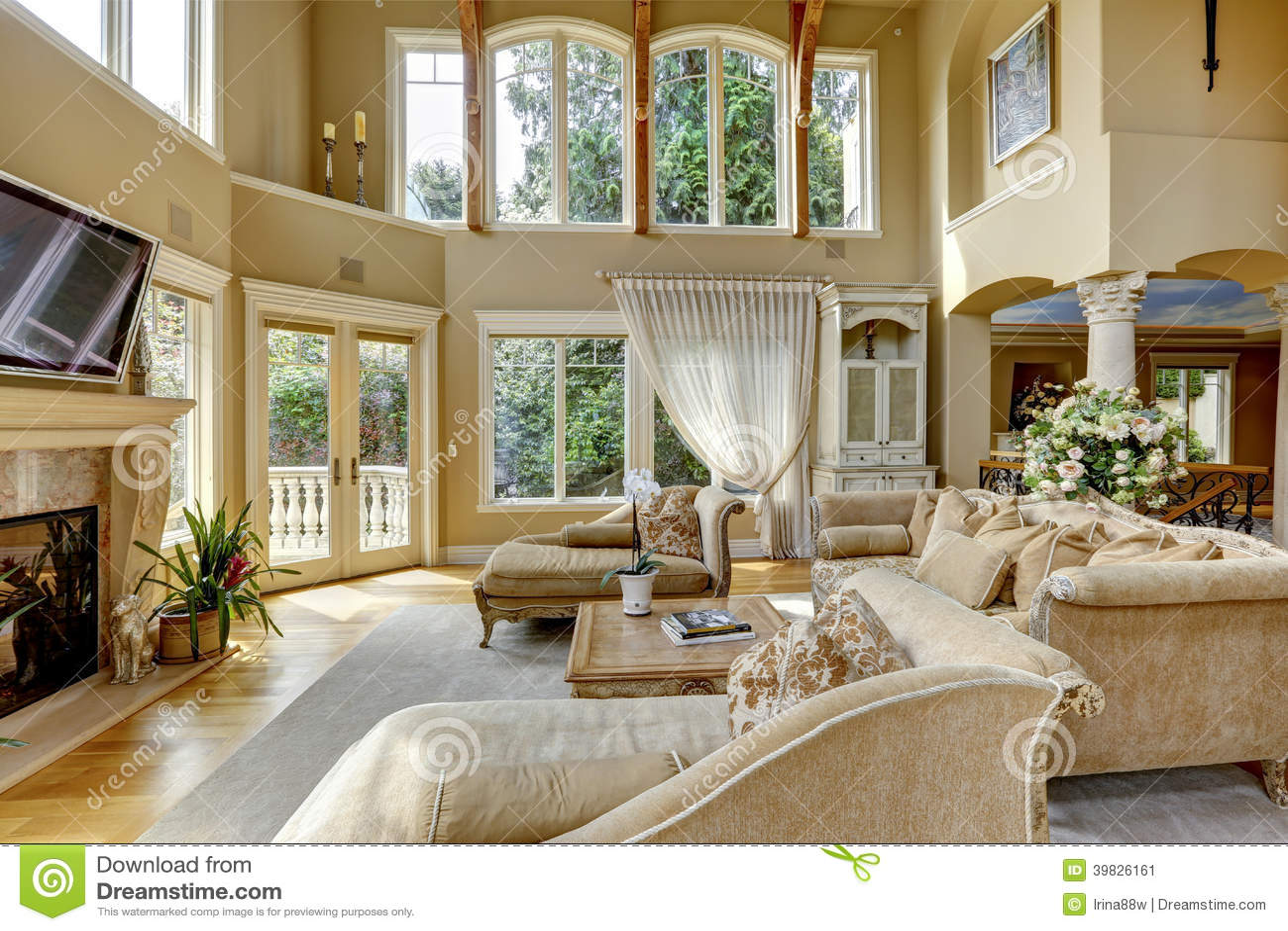 Interno di lusso della casa salone fotografia stock for Sala de estar de mansiones