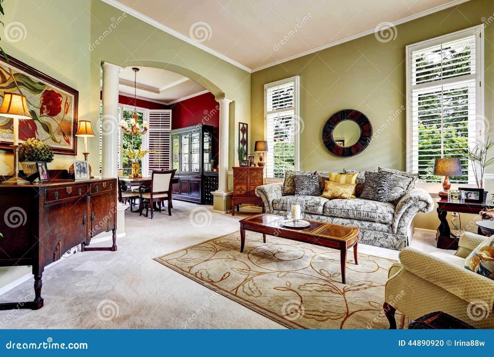 Interno di lusso della casa stanza di famiglia verde for Interno della casa