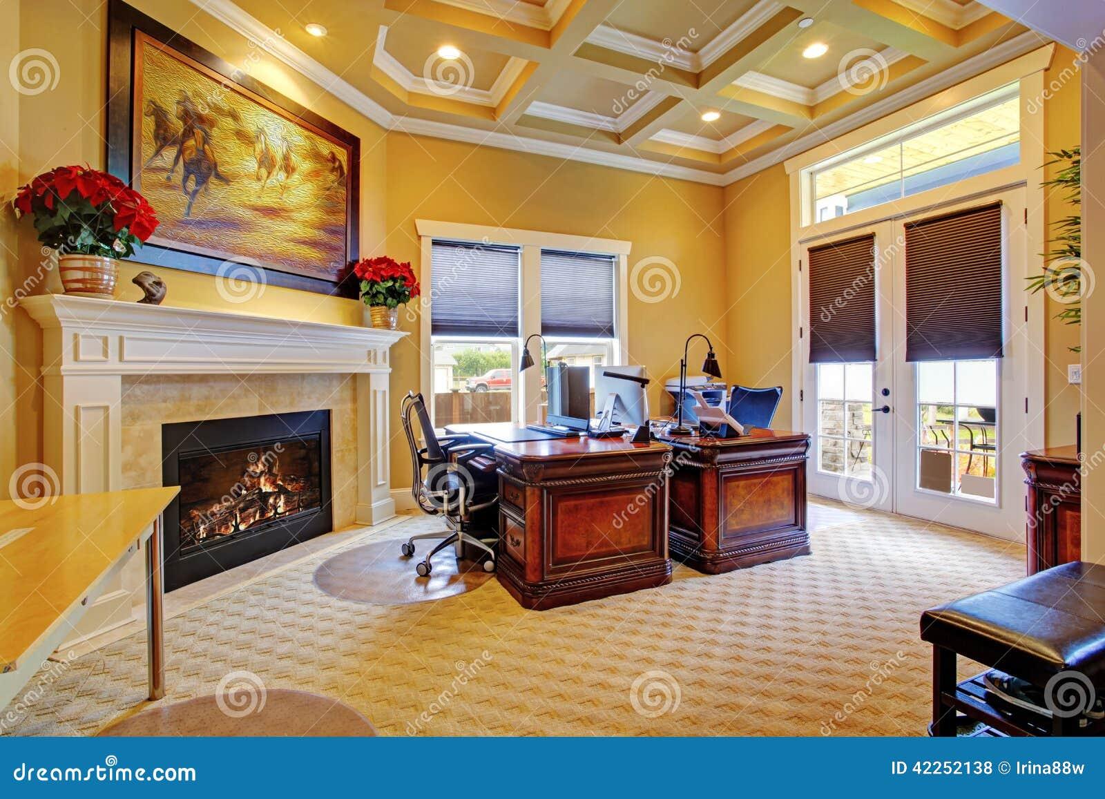 Interno di lusso della stanza dell 39 ufficio fotografia for Stanza uso ufficio