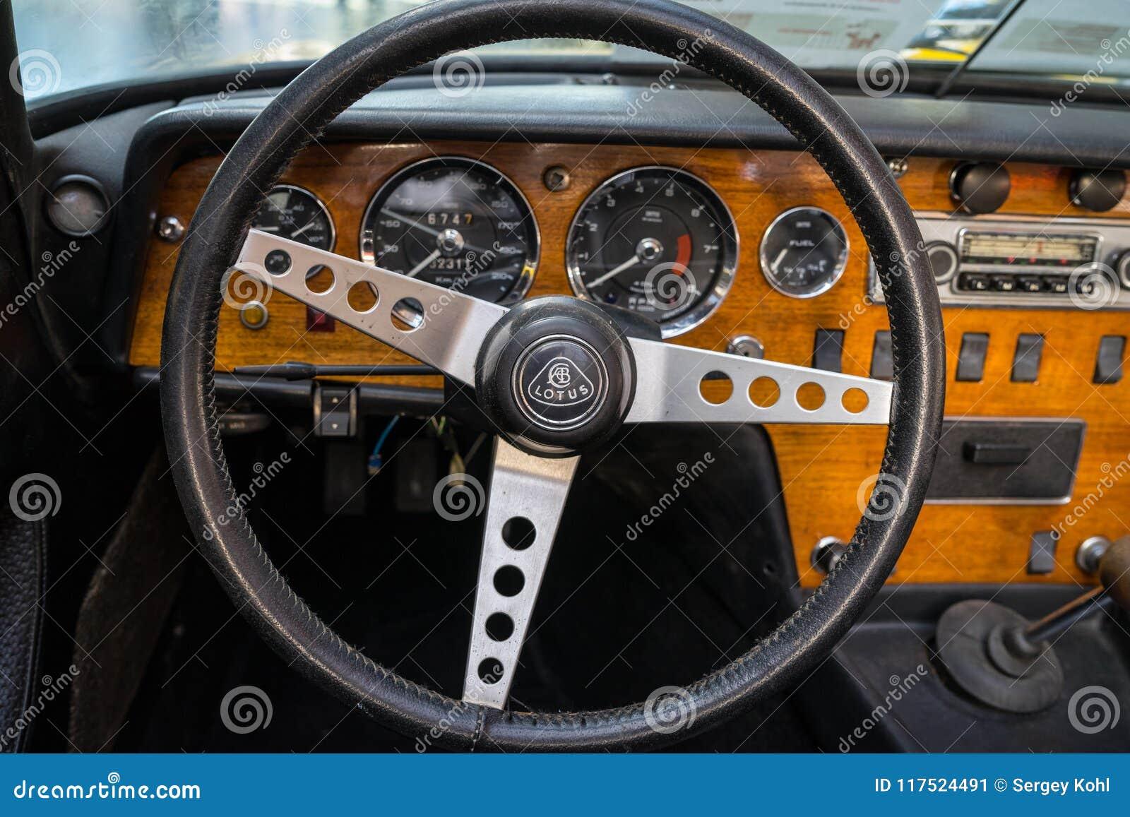 Interno di un automobile sportiva Lotus Elan S4,1968