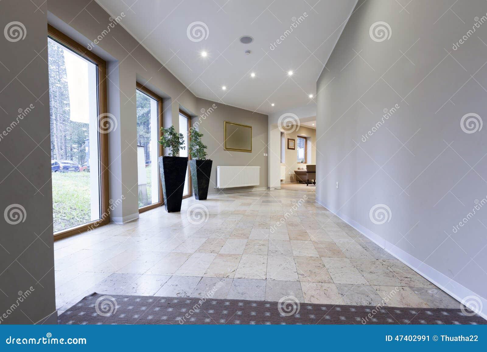 Illuminazione Di Un Corridoio : Interno di un corridoio in albergo di lusso immagine stock