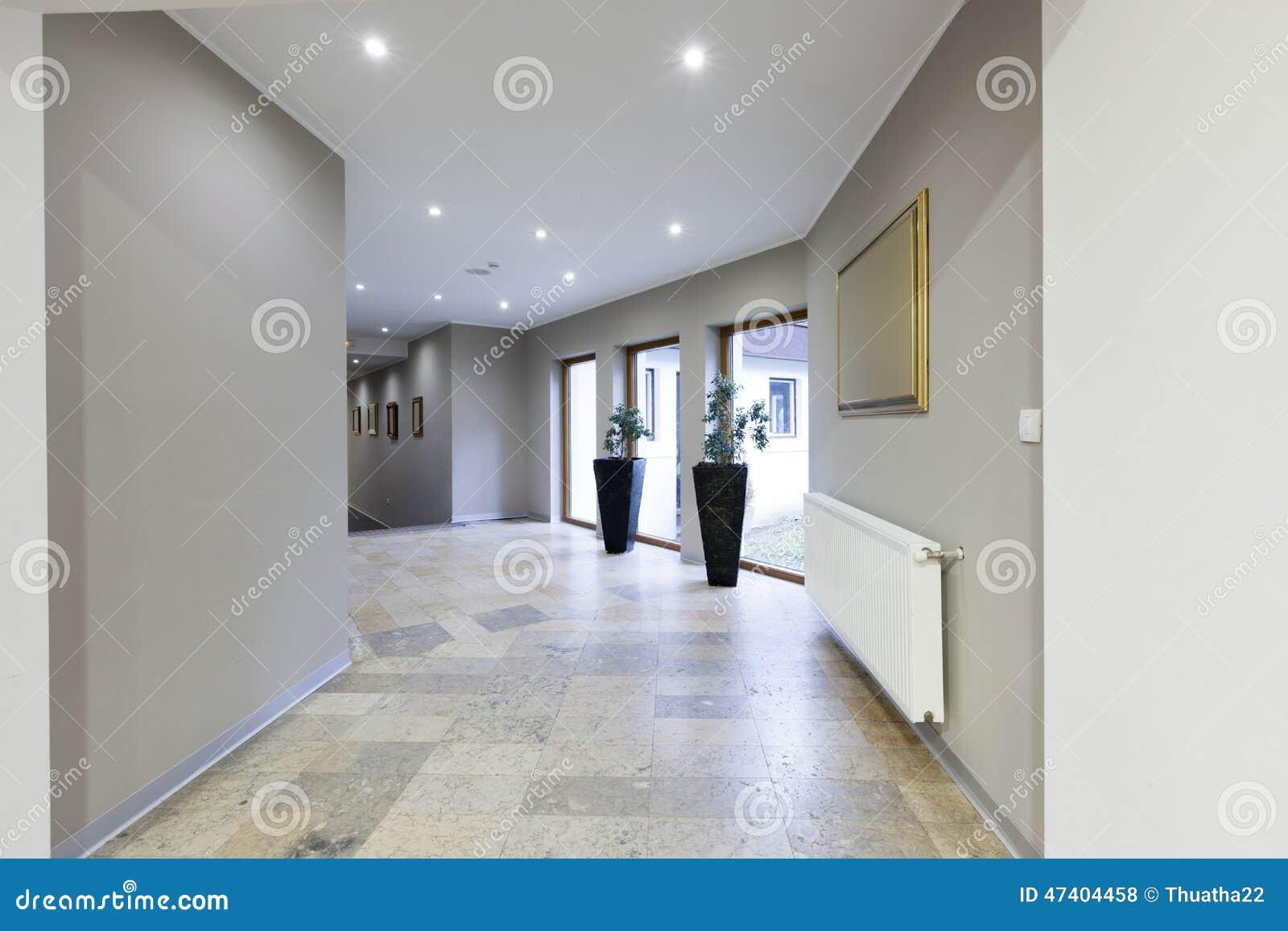 Illuminazione Di Un Corridoio : Interno di un corridoio in albergo di lusso fotografia stock