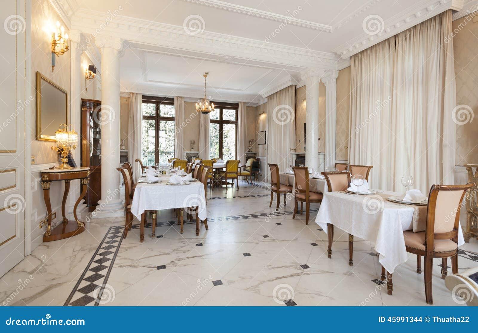 Interni Villa Di Lusso : Interno di un ristorante in villa di lusso fotografia stock