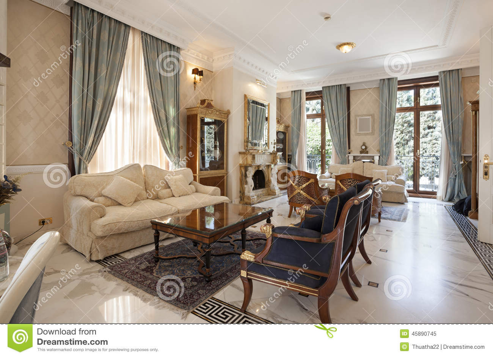 Interno di un salone classico di stile in villa di lusso for Ville lussuose interni