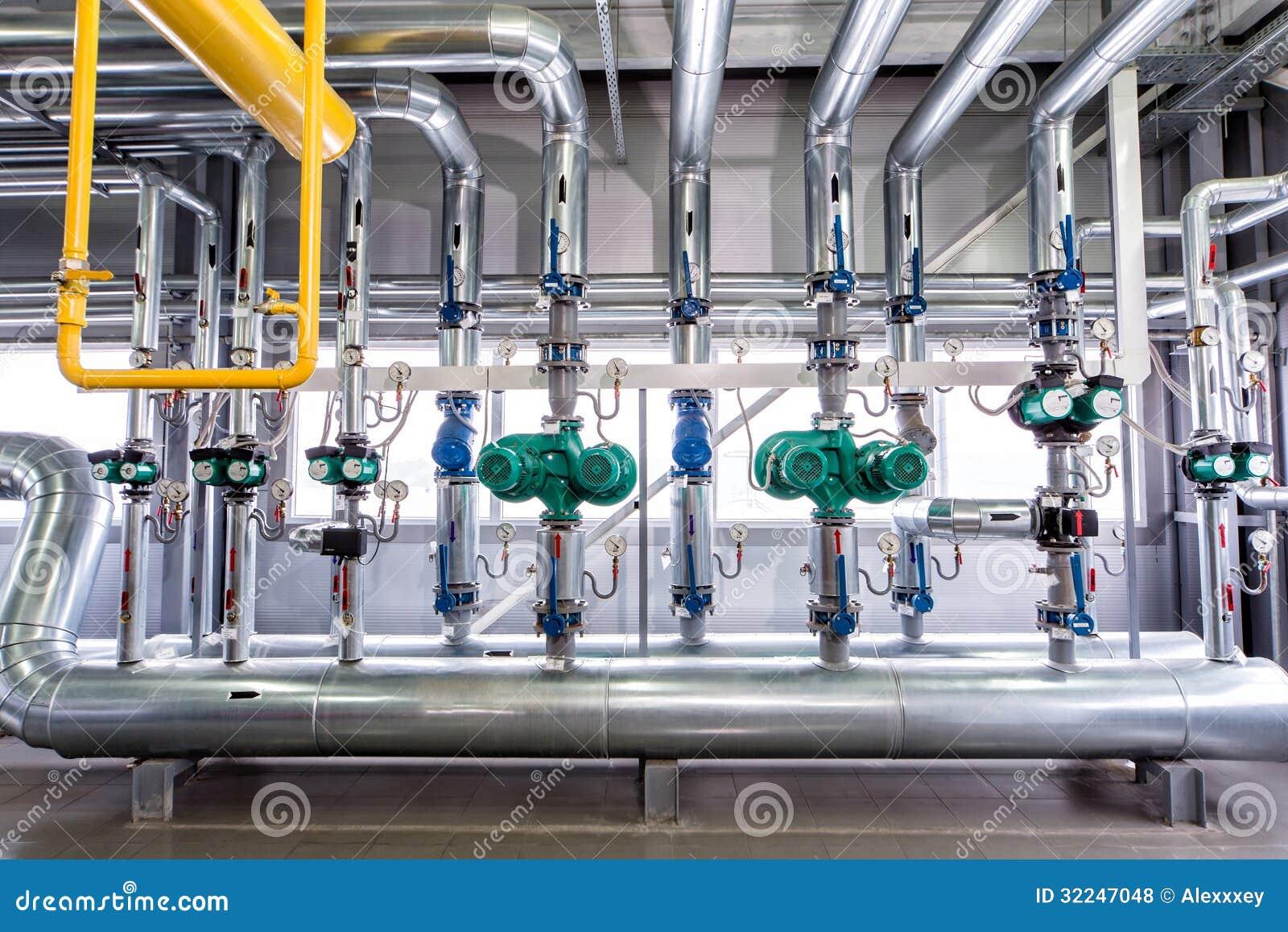 Interno di una caldaia industriale della conduttura delle pompe e dei motori fotografia stock - Caldaia a gas da interno ...