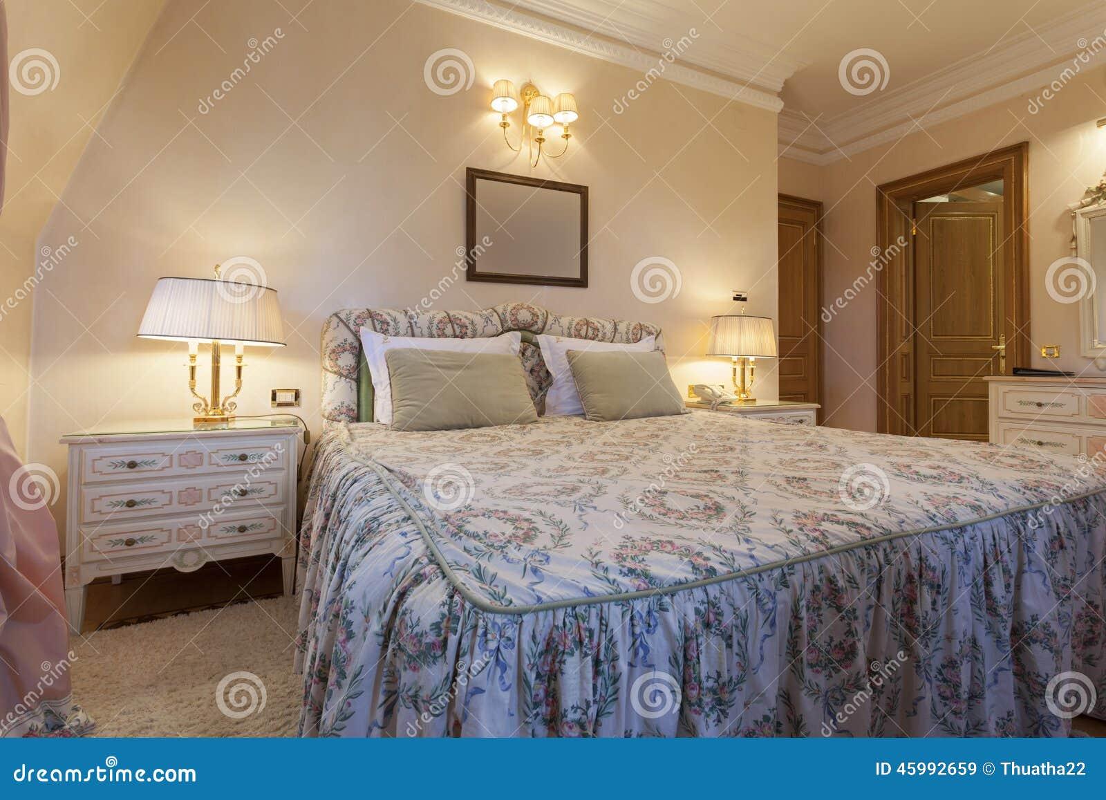 interno di una camera da letto classica di stile in villa