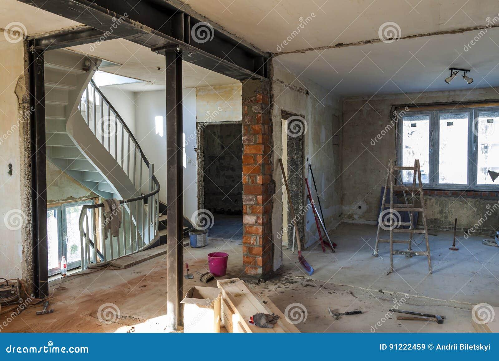 Interno di una casa in costruzione rinnovamento di un for Interno di una casa