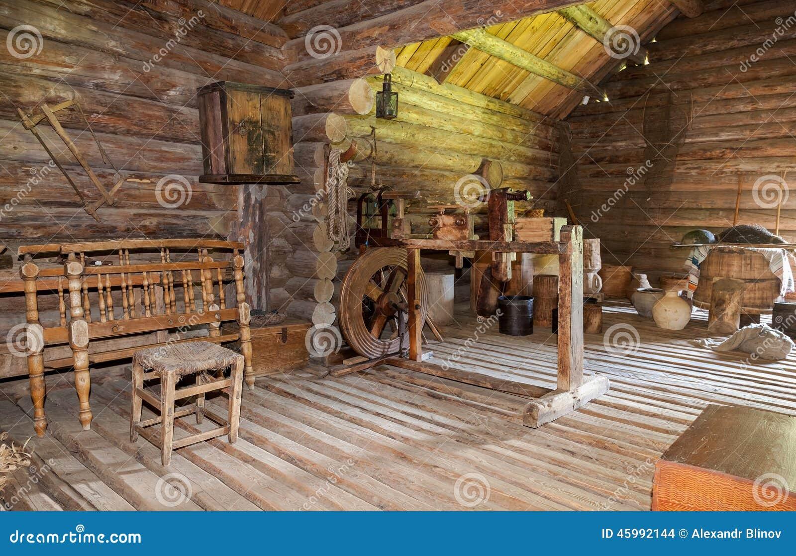 Interno di vecchia casa di legno rurale immagine stock for Maison de campagne interieur