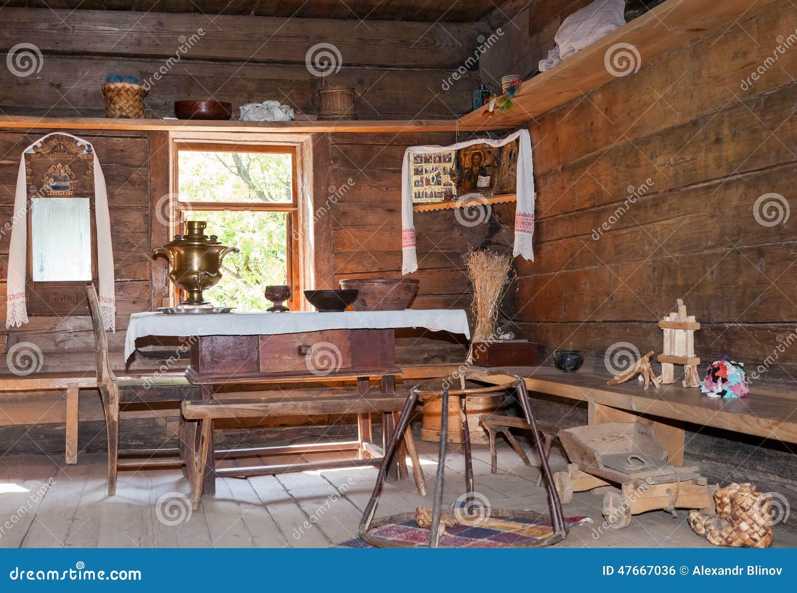 Interno di vecchia casa di legno rurale fotografia - Interno case in legno ...