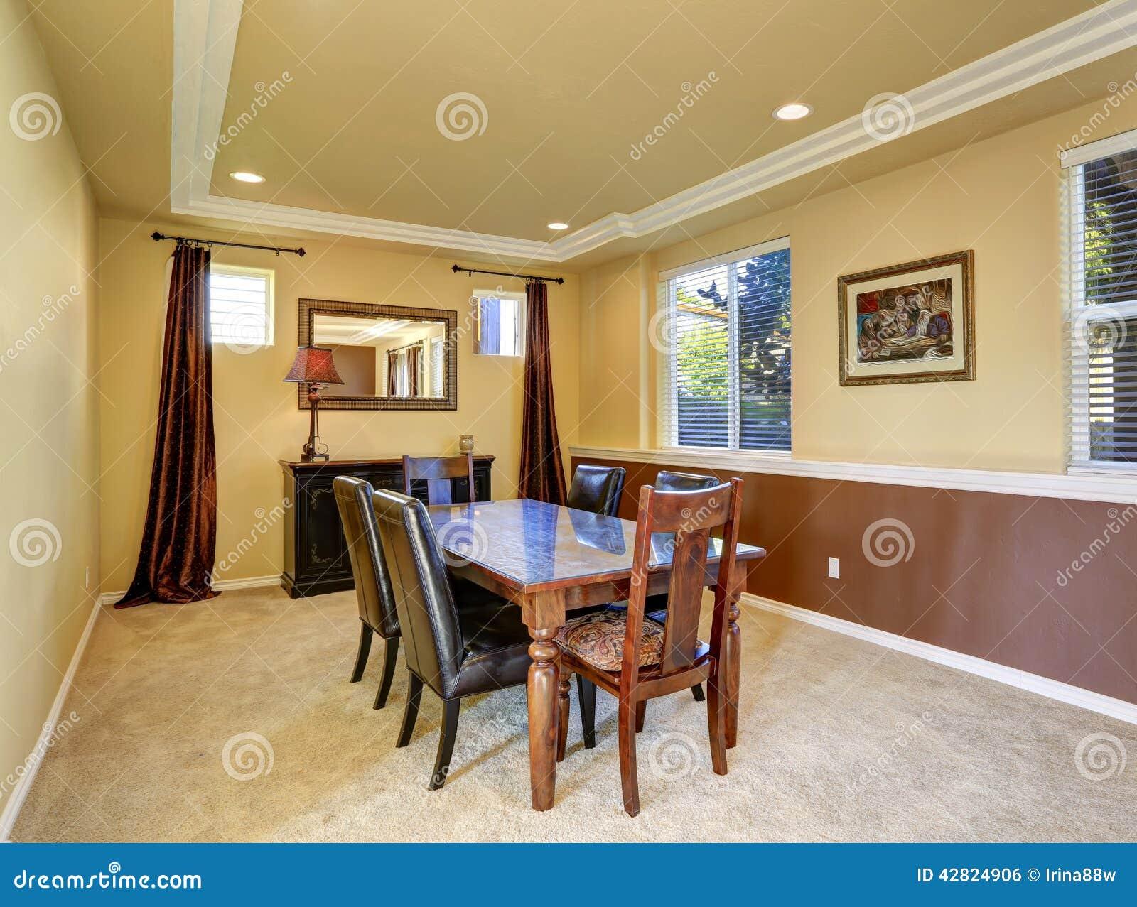 Interno diining elegante della stanza in casa di lusso for Casa lusso