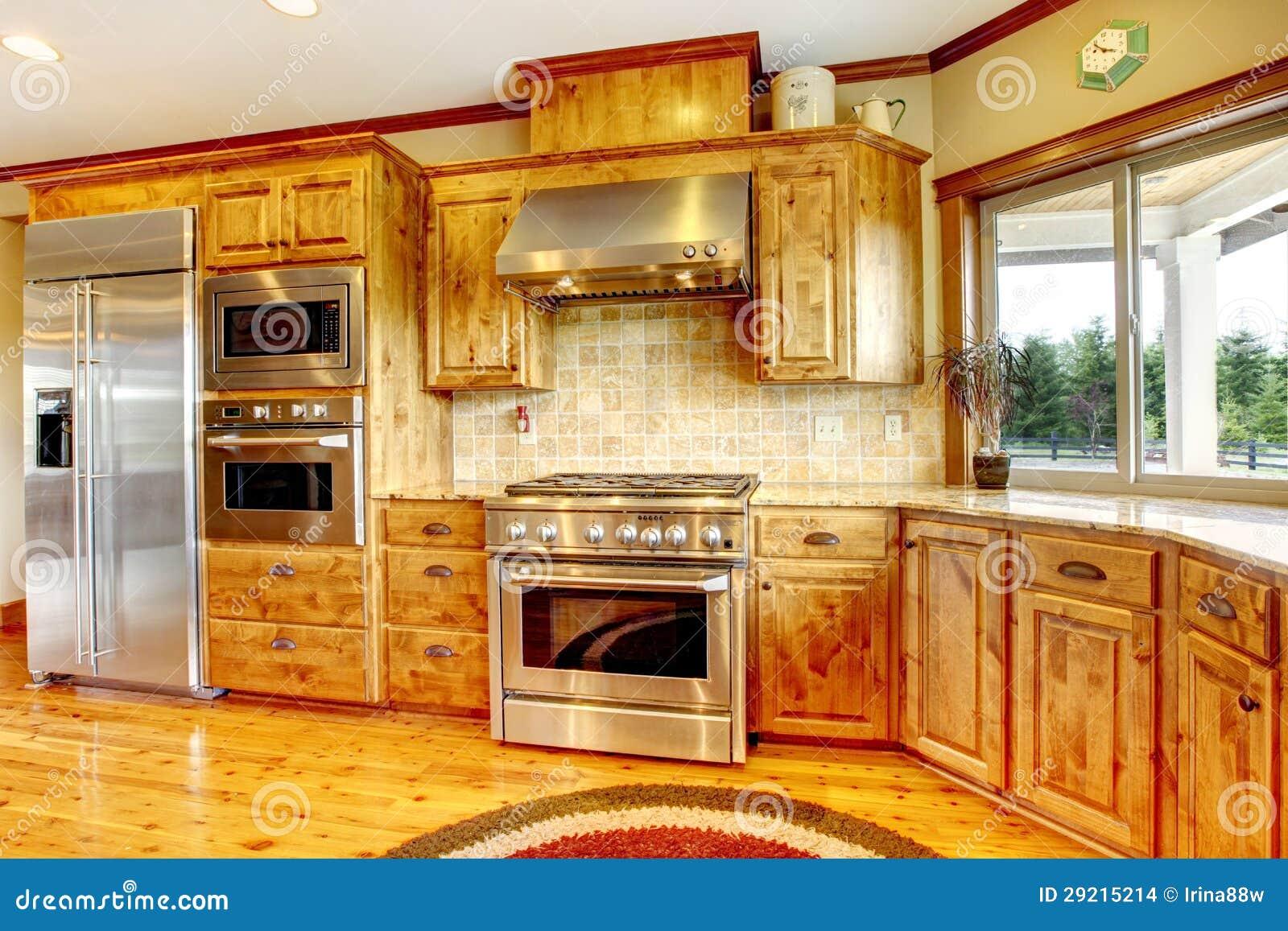 Interno domestico di lusso di legno della cucina nuova for Case di lusso di nuova costruzione