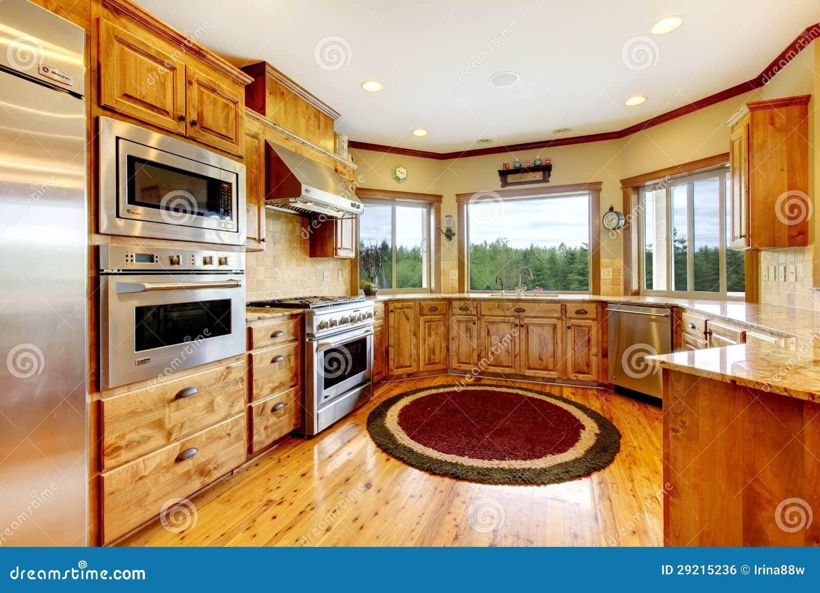 Interno domestico di lusso di legno della cucina nuova for Planimetrie dell interno della casa all aperto