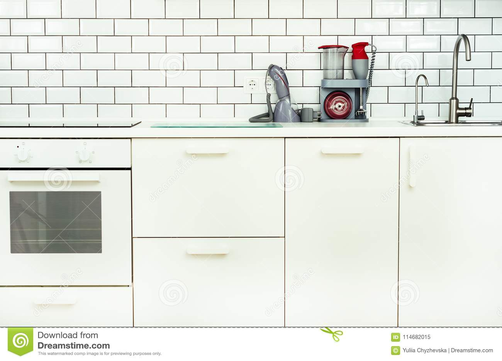 Rubinetti Bianchi Per Cucina.Interno E Progettazione Minimalistic Bianchi Della Cucina