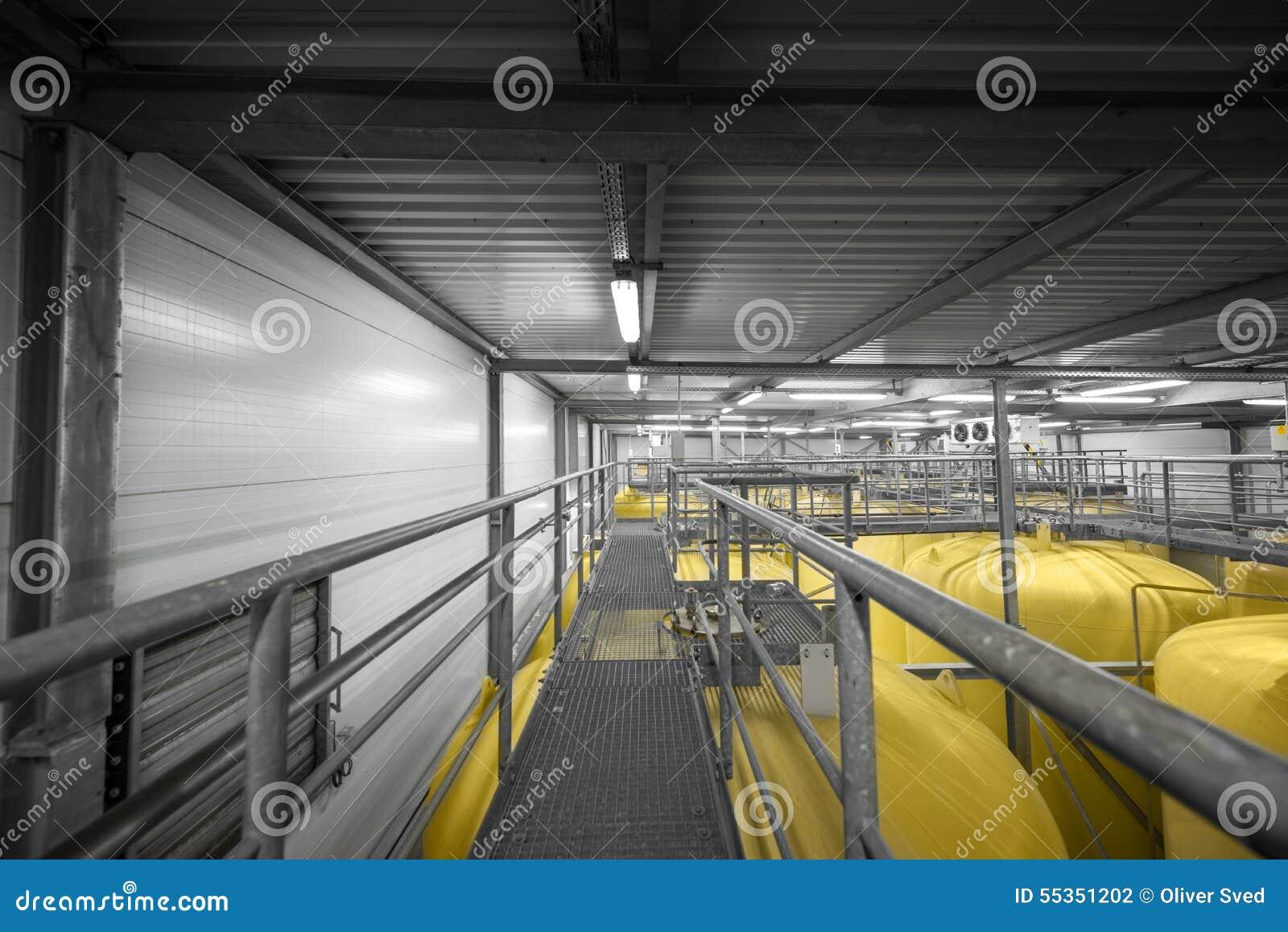 Interno industriale con il silos saldato