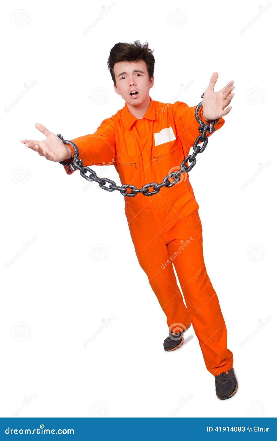 Interno joven con las cadenas aisladas