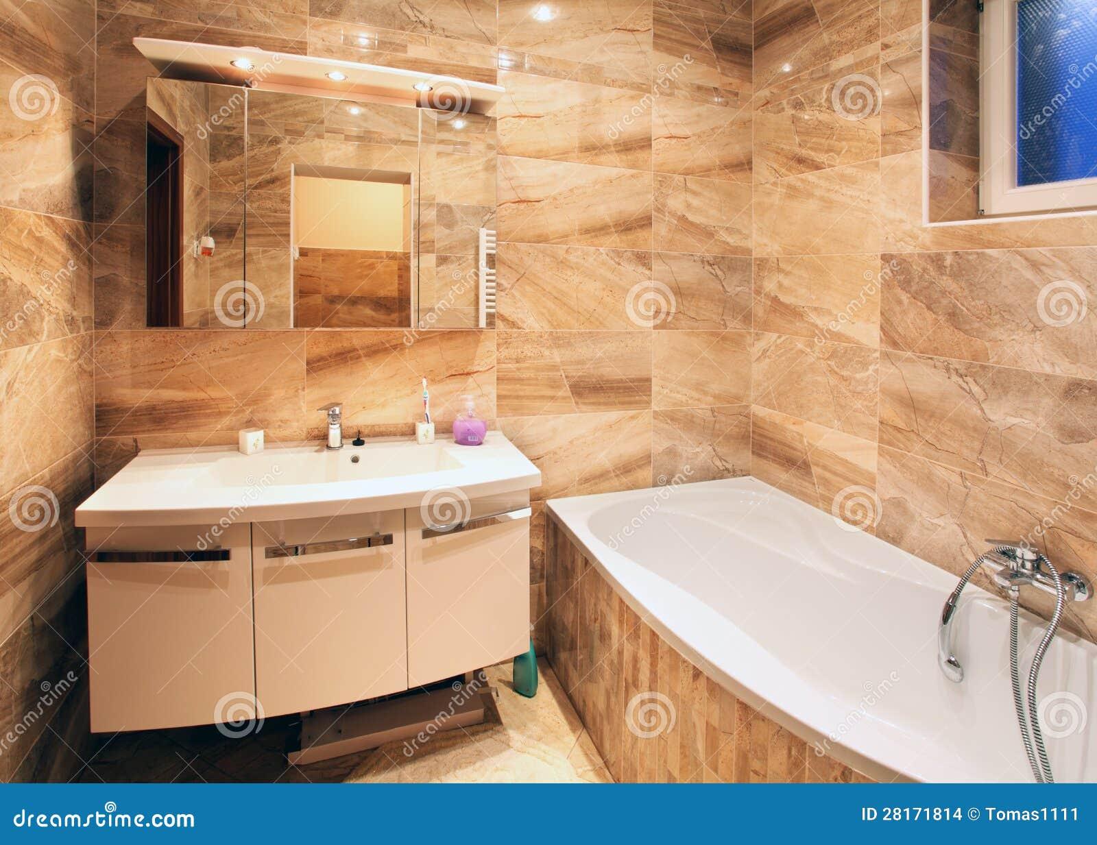 Interno moderno del bagno della casa fotografia stock for Disegni semplici della casa del bungalow
