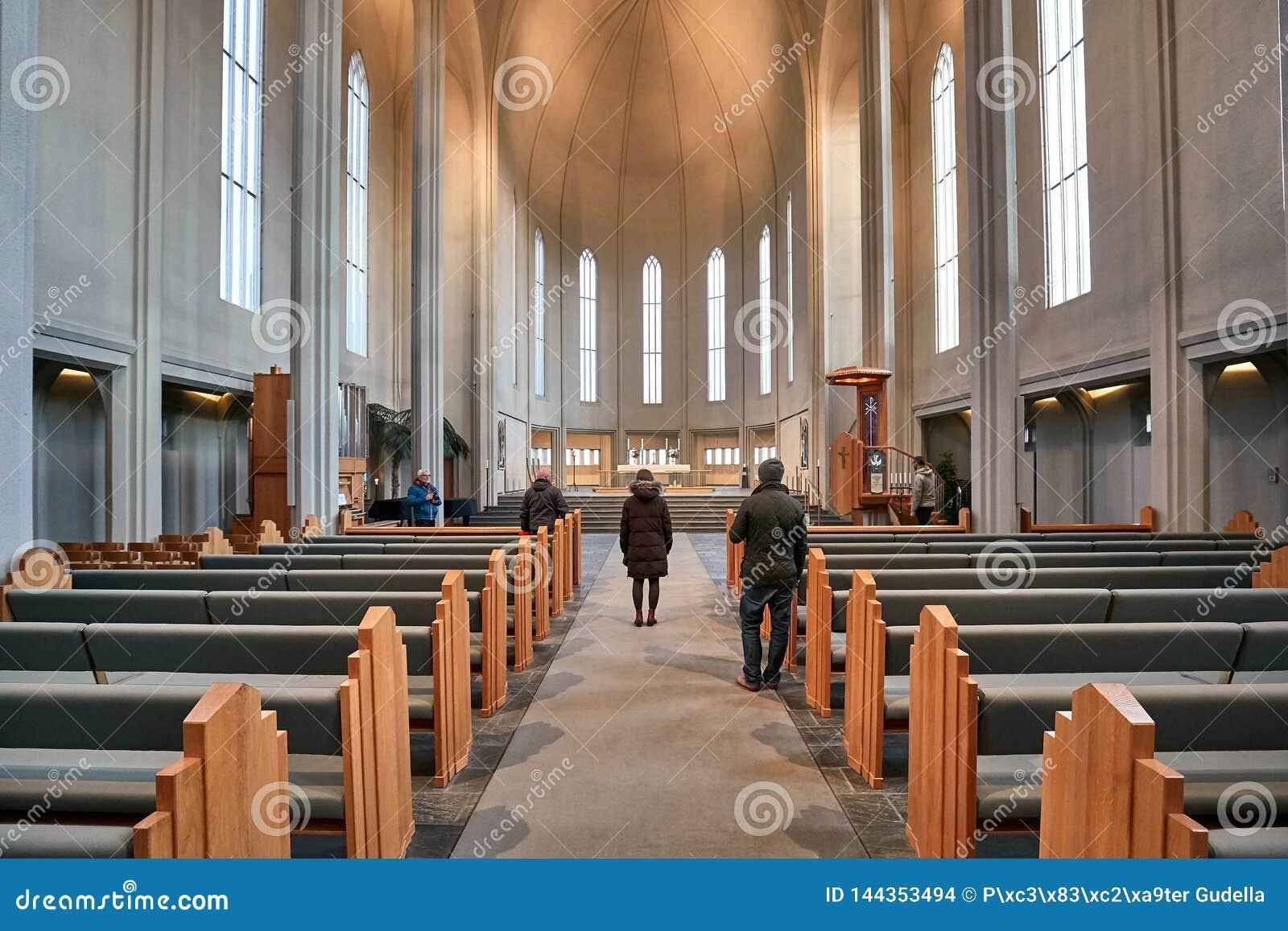 Interno moderno della cattedrale