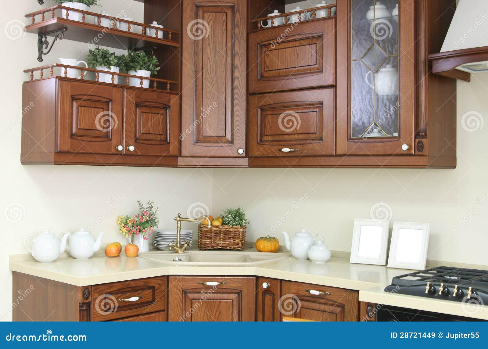 Interno moderno della cucina con la decorazione bianca e - Cucina bianca e marrone ...