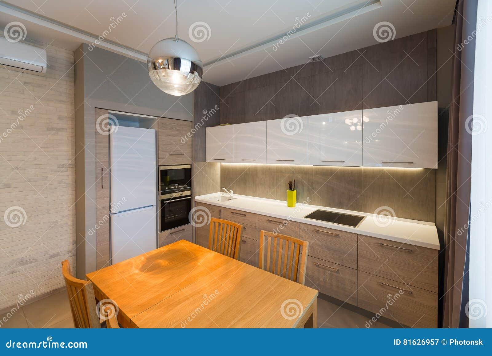 Interno moderno della cucina nella nuova casa di lusso appartamento