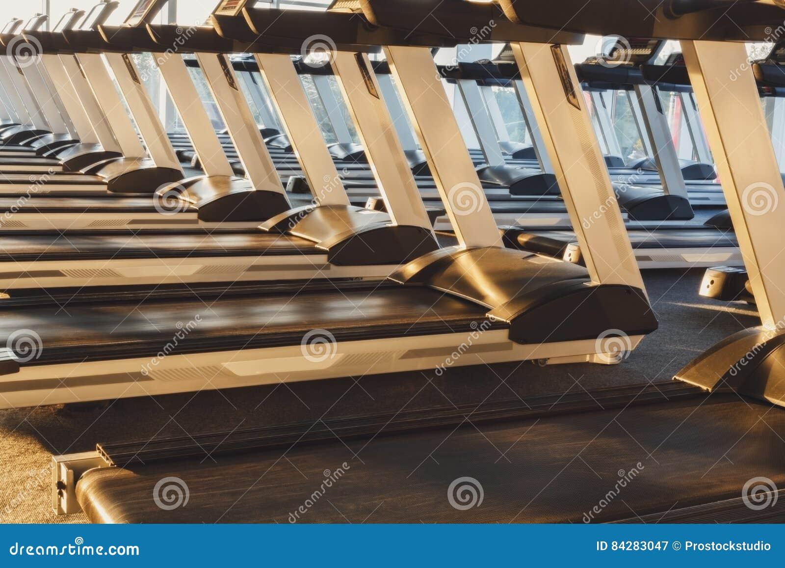 Perfect interno moderno della palestra con pedane mobili - Tavolo con pedane ...