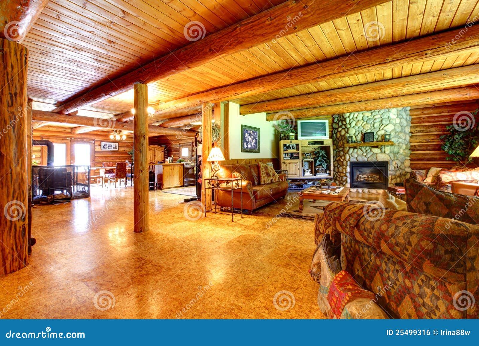 Interno rustico del salone della cabina di libro macchina for Disegni della casa della cabina di ceppo e programmi del pavimento