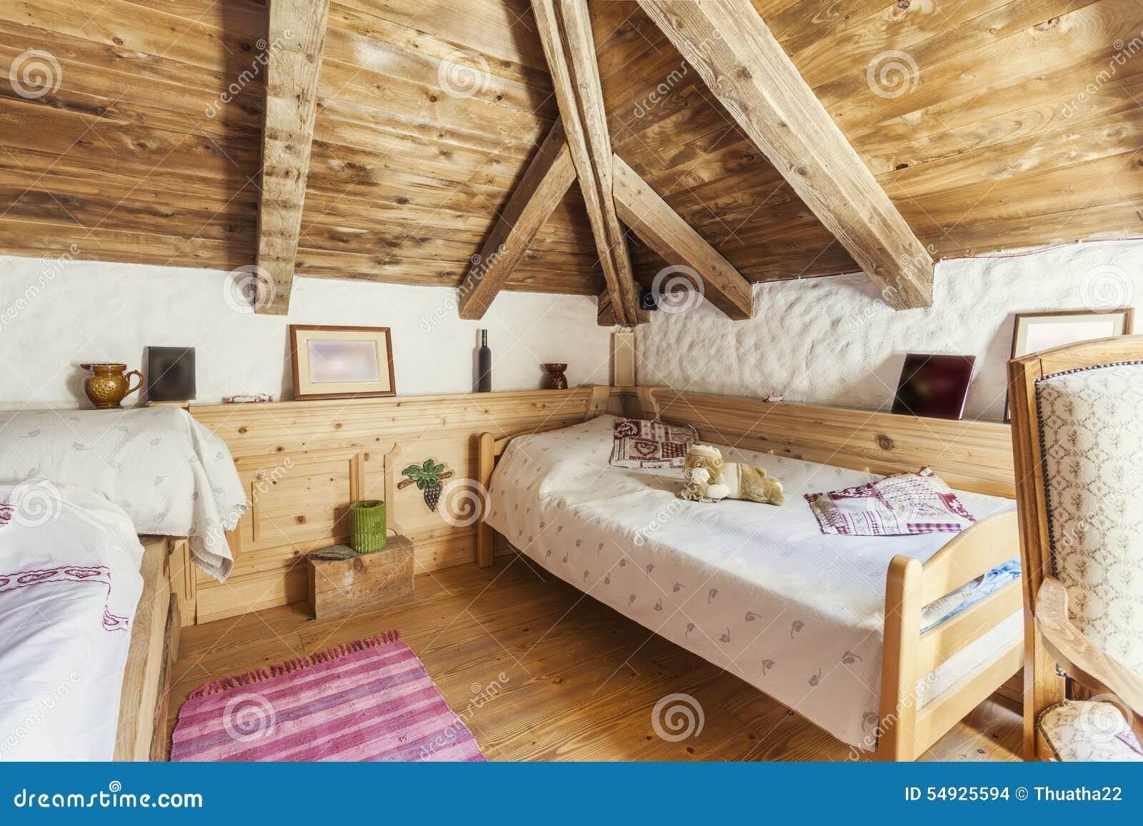 Interno rustico della camera da letto della casa della montagna fotografia stock immagine di - Camere da letto di montagna ...