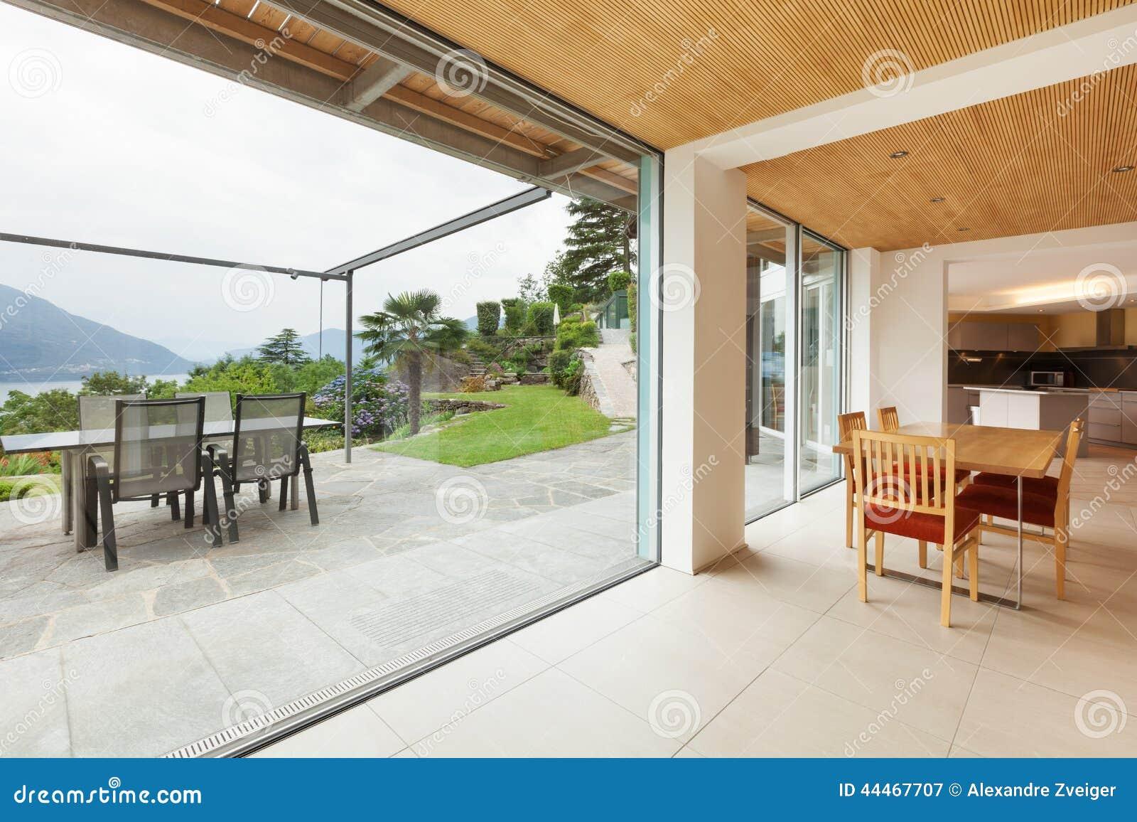 Interno sala da pranzo vista della veranda immagine for Sala da pranzo veranda