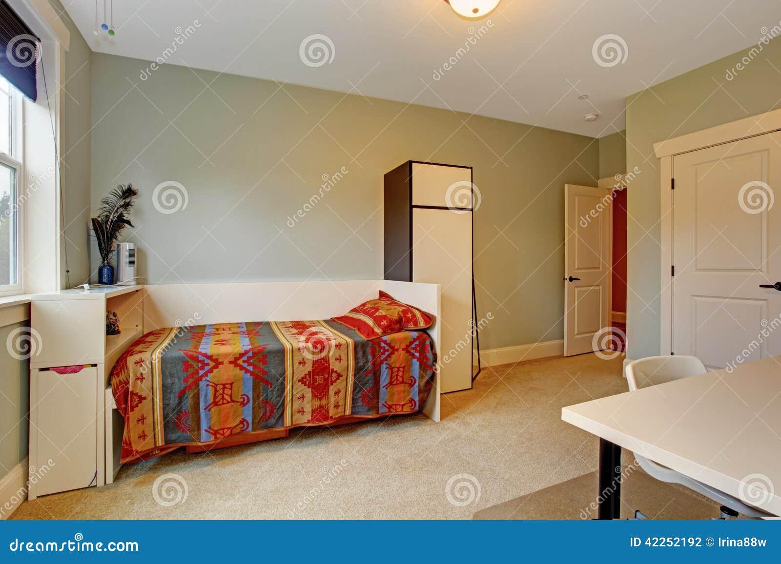Interno semplice della camera da letto con letto singolo fotografia stock immagine di casa - Camera letto singolo ...