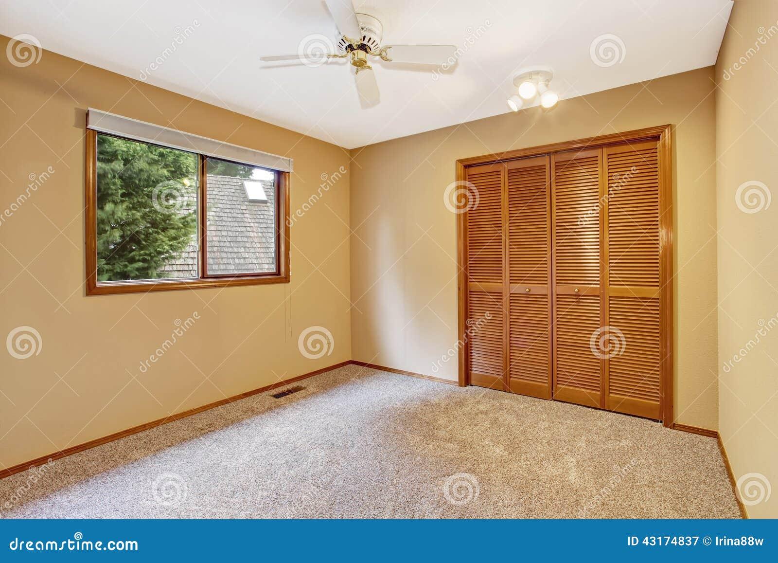 Interno vuoto della camera da letto nel colore morbido - Colore della camera da letto ...