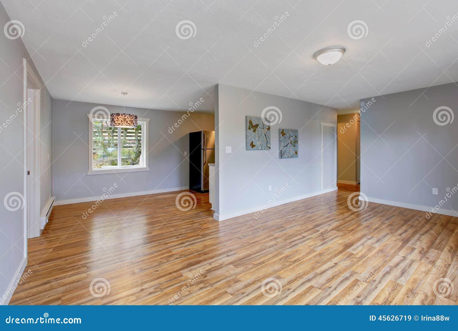 Interno vuoto della casa con le pareti blu chiaro stanza for Campionare le planimetrie della casa