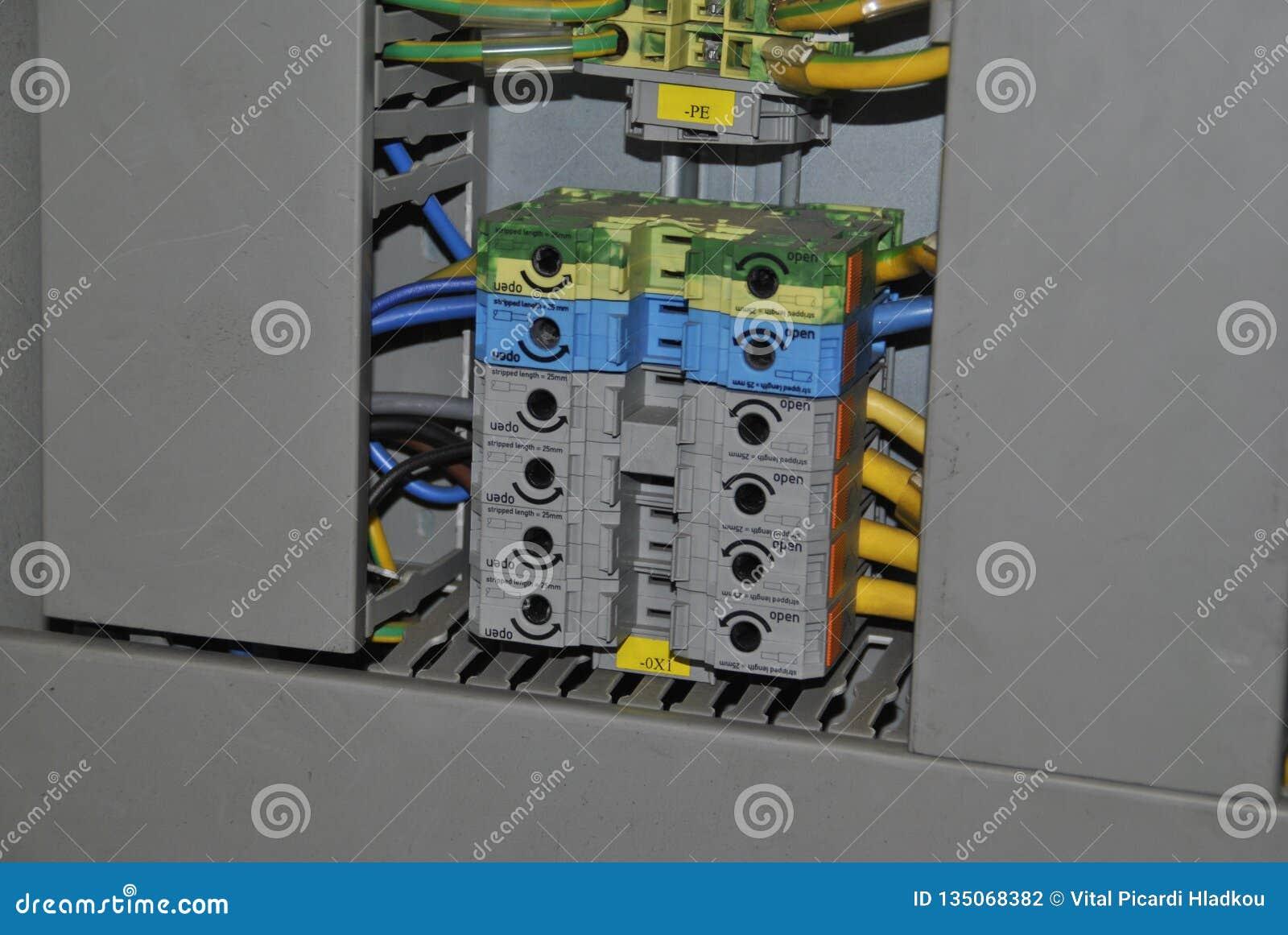 Interruptores no armário elétrico