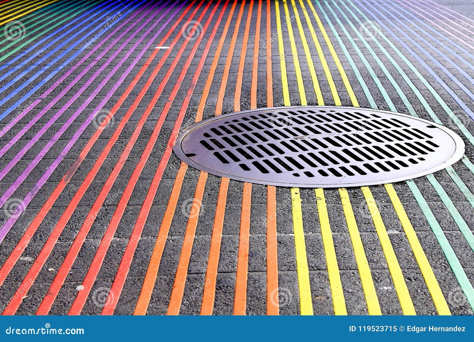 Intersection de Castro District Rainbow Colored Crosswalk, San Francisco, la Californie