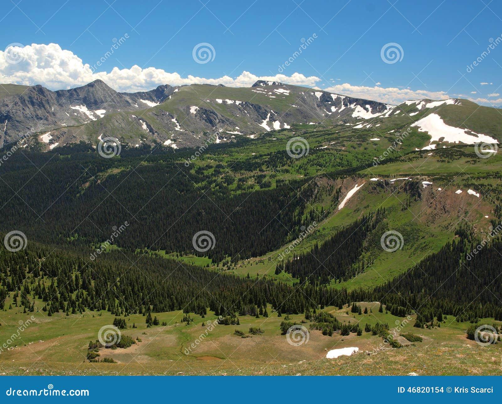 Intervallo di montagna rocciosa