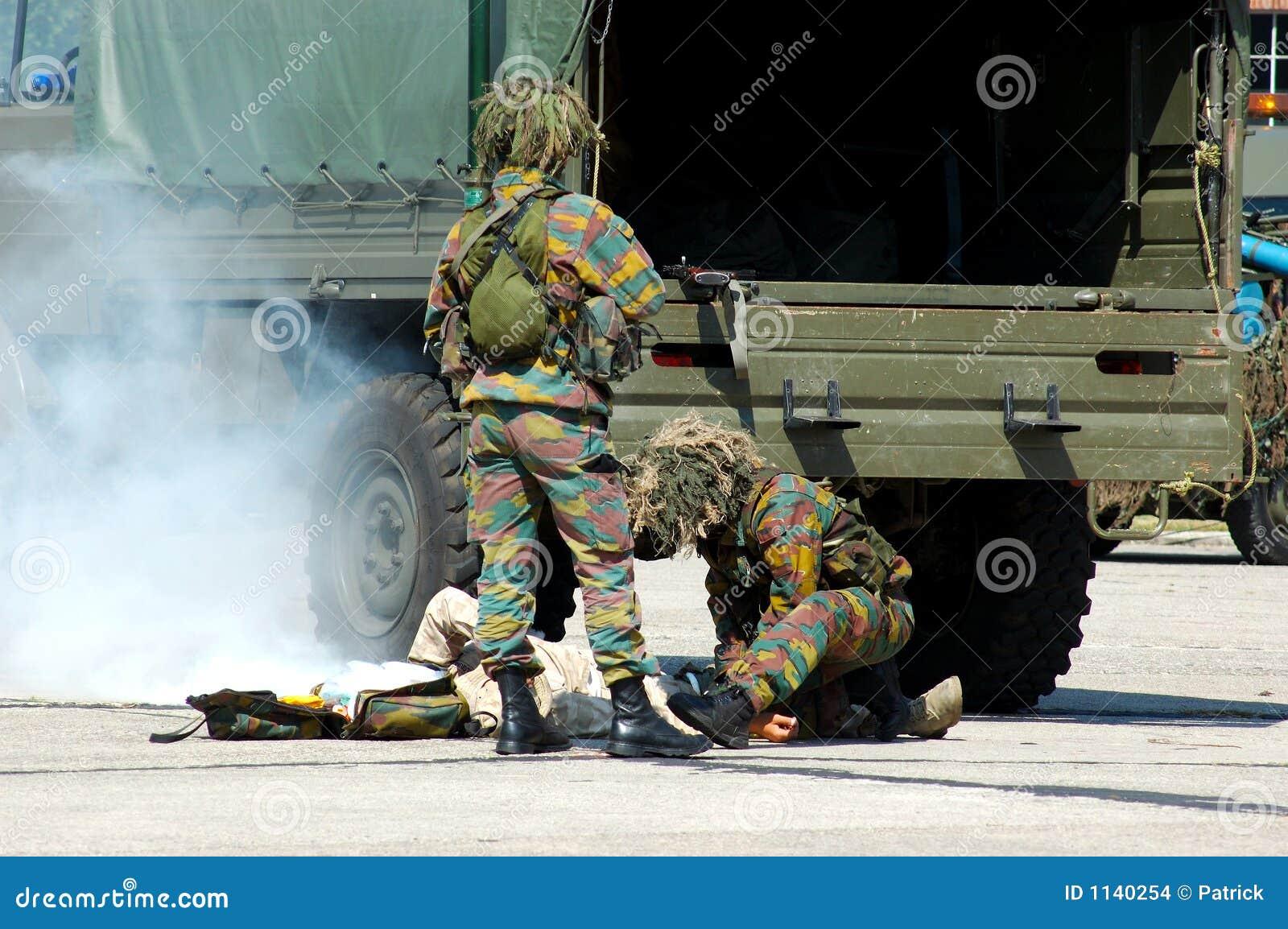 Intervention militaire, soldat blessé.
