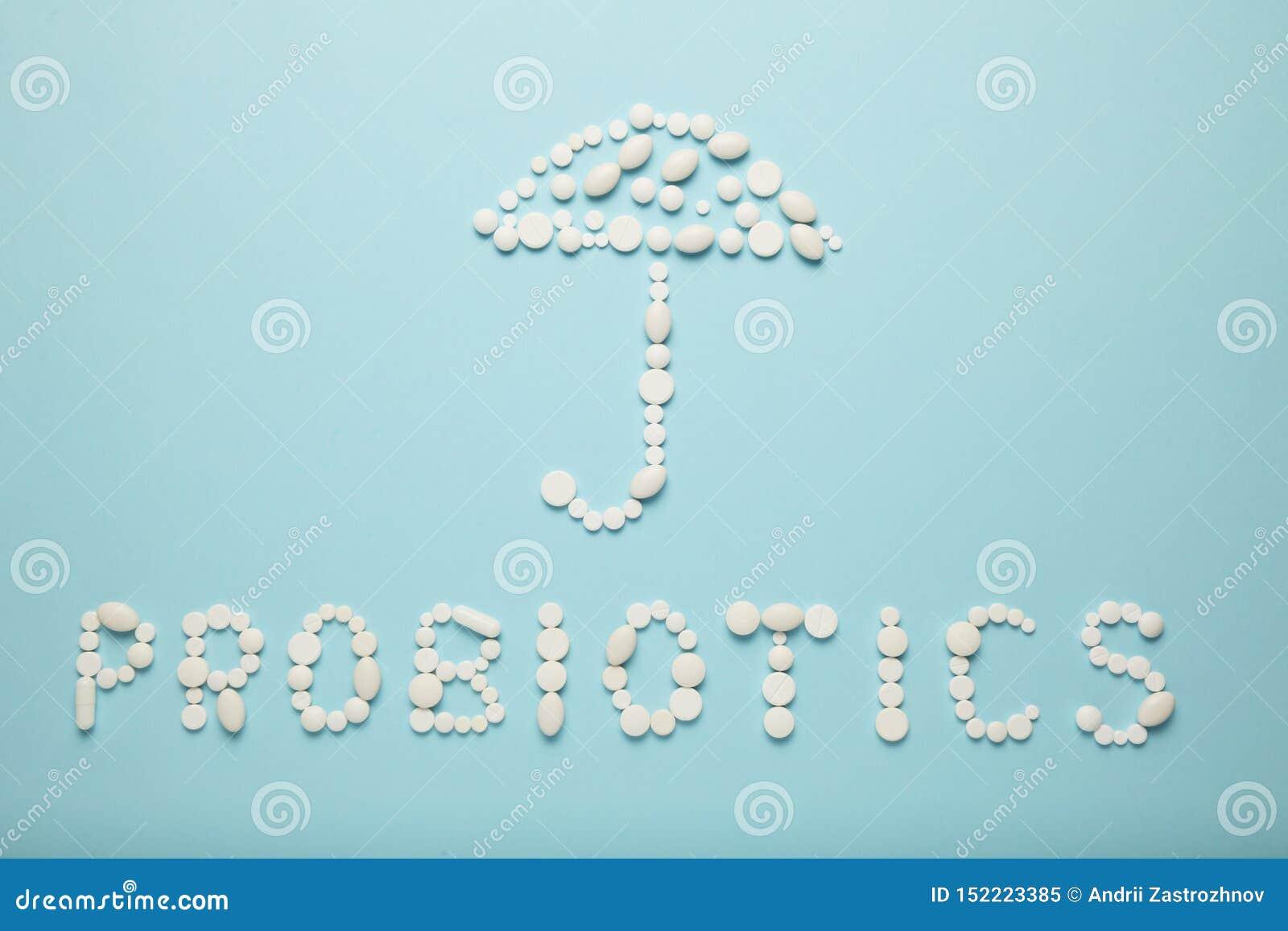Intestinos e comprimidos, probiotics, antibi?ticos Guarda-chuva como um símbolo da proteção da entranhas