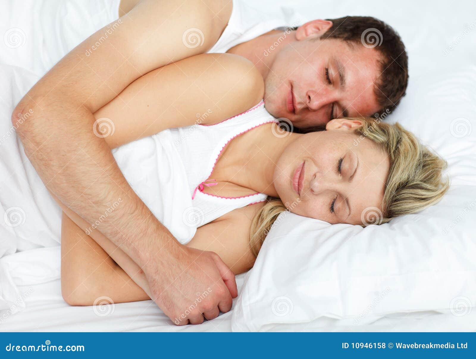 Intimate пар кровати