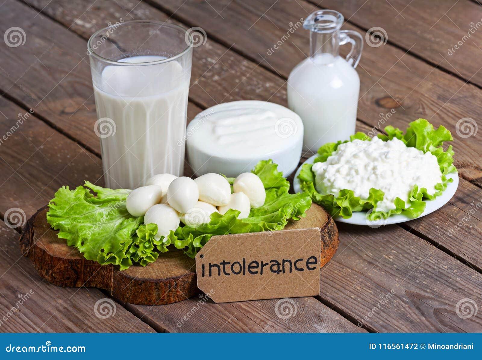 Intolerancia a la lactosa con el fondo de madera