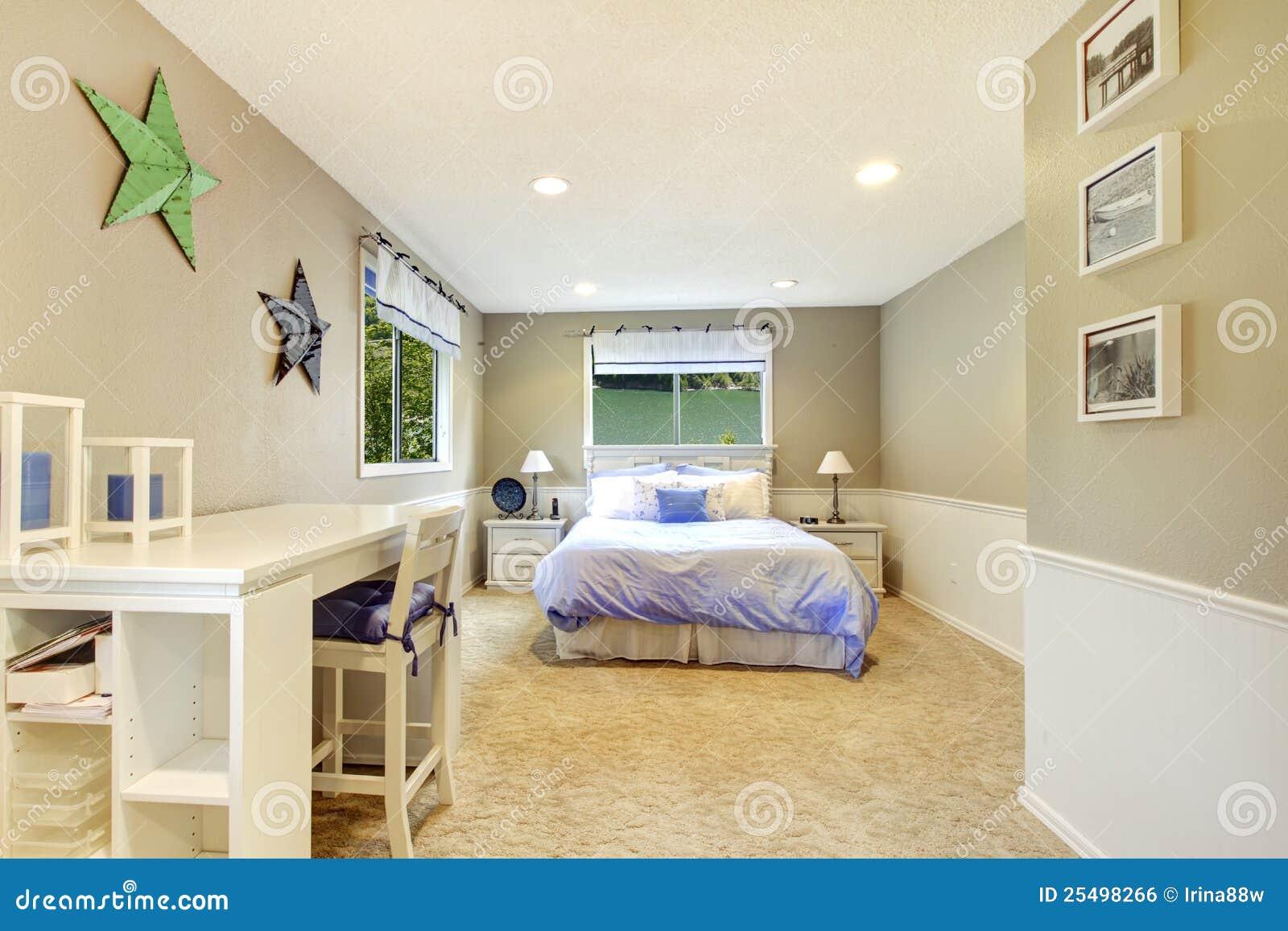 Free intrieur blanc et beige de chambre coucher avec le bti bleu chambre beige et bleu with for Chambre beige et gris