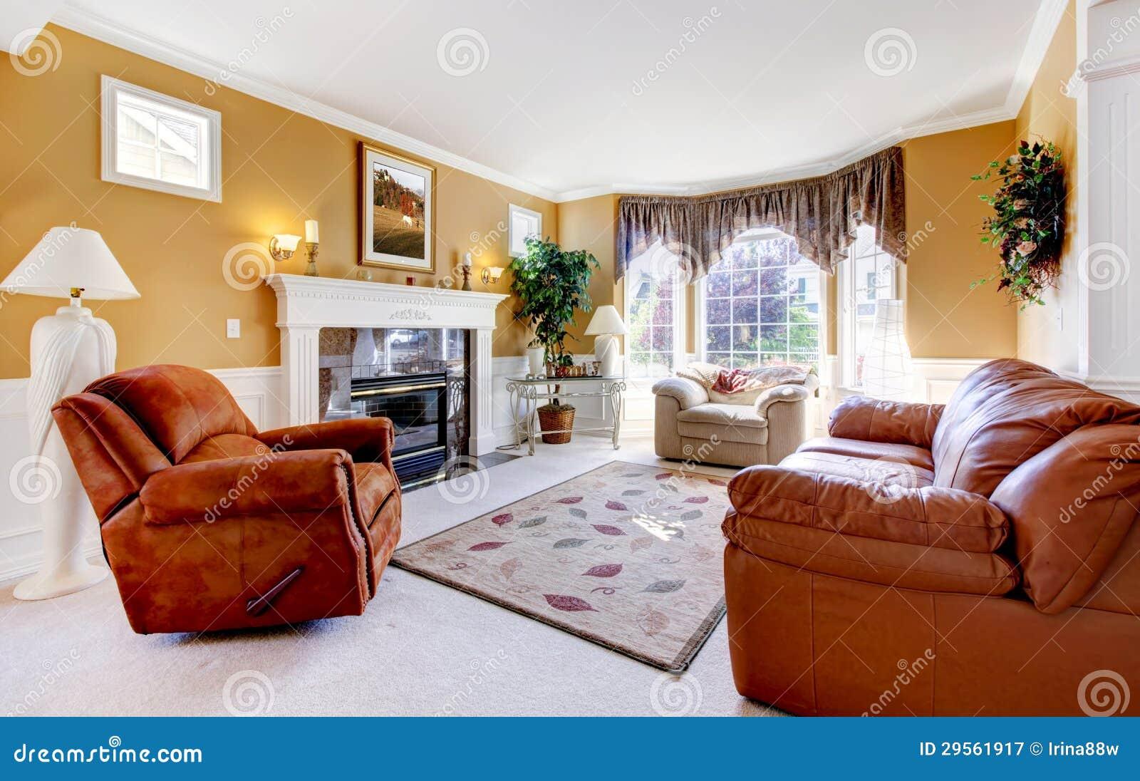 Int rieur confortable de luxe classique de salon avec la for Salon confortable