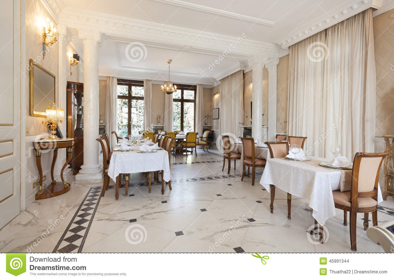 Int rieur d 39 un restaurant en villa de luxe photo stock for Villa luxe moderne interieur