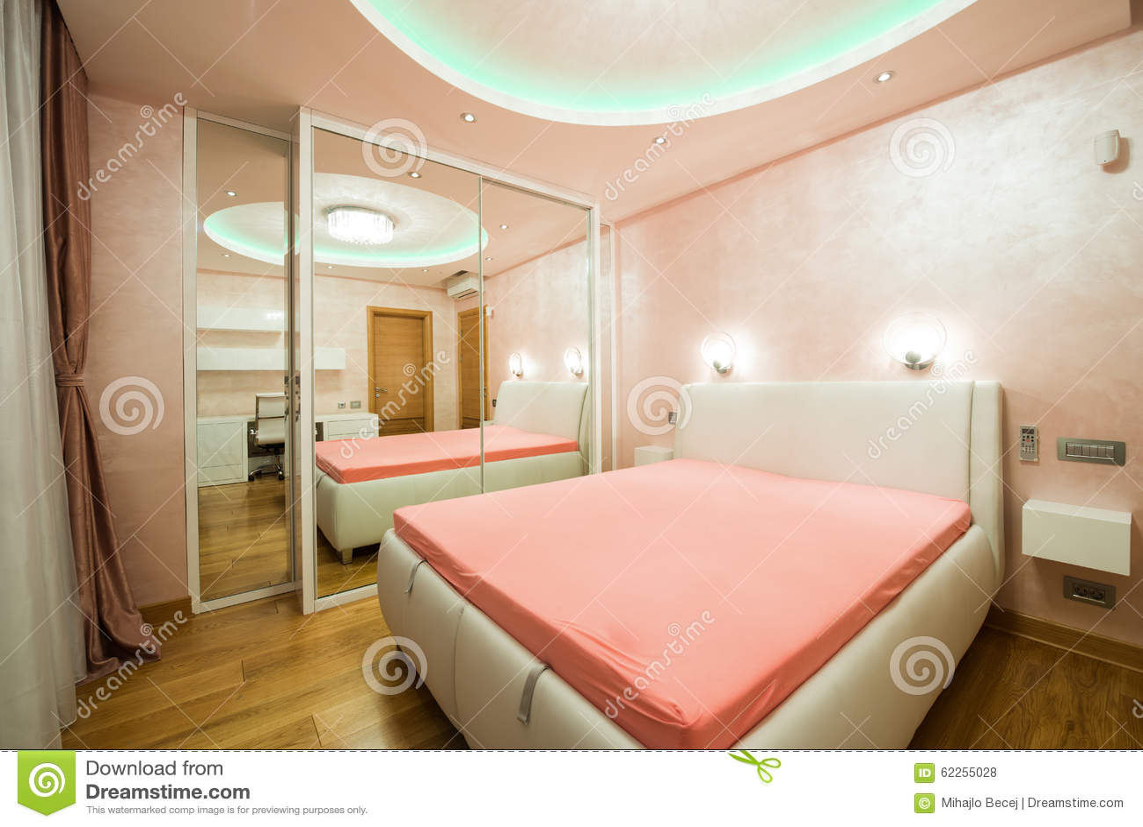 plafonnier de chambre lumiere chambre plafond pour crer un univers unique calme et. Black Bedroom Furniture Sets. Home Design Ideas