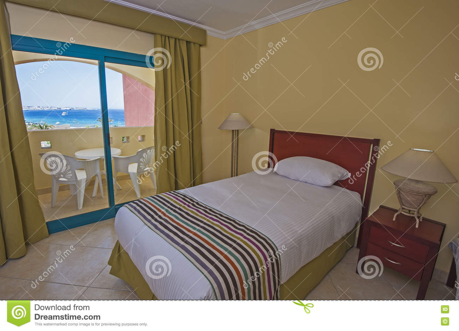 intrieur d une chambre d htel de luxe avec le balcon - Chambre Dhotel De Luxe