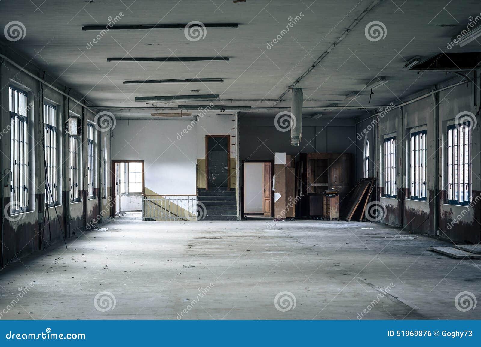 Int rieur d 39 une usine abandonn e photo stock image 51969876 for Interieur usine