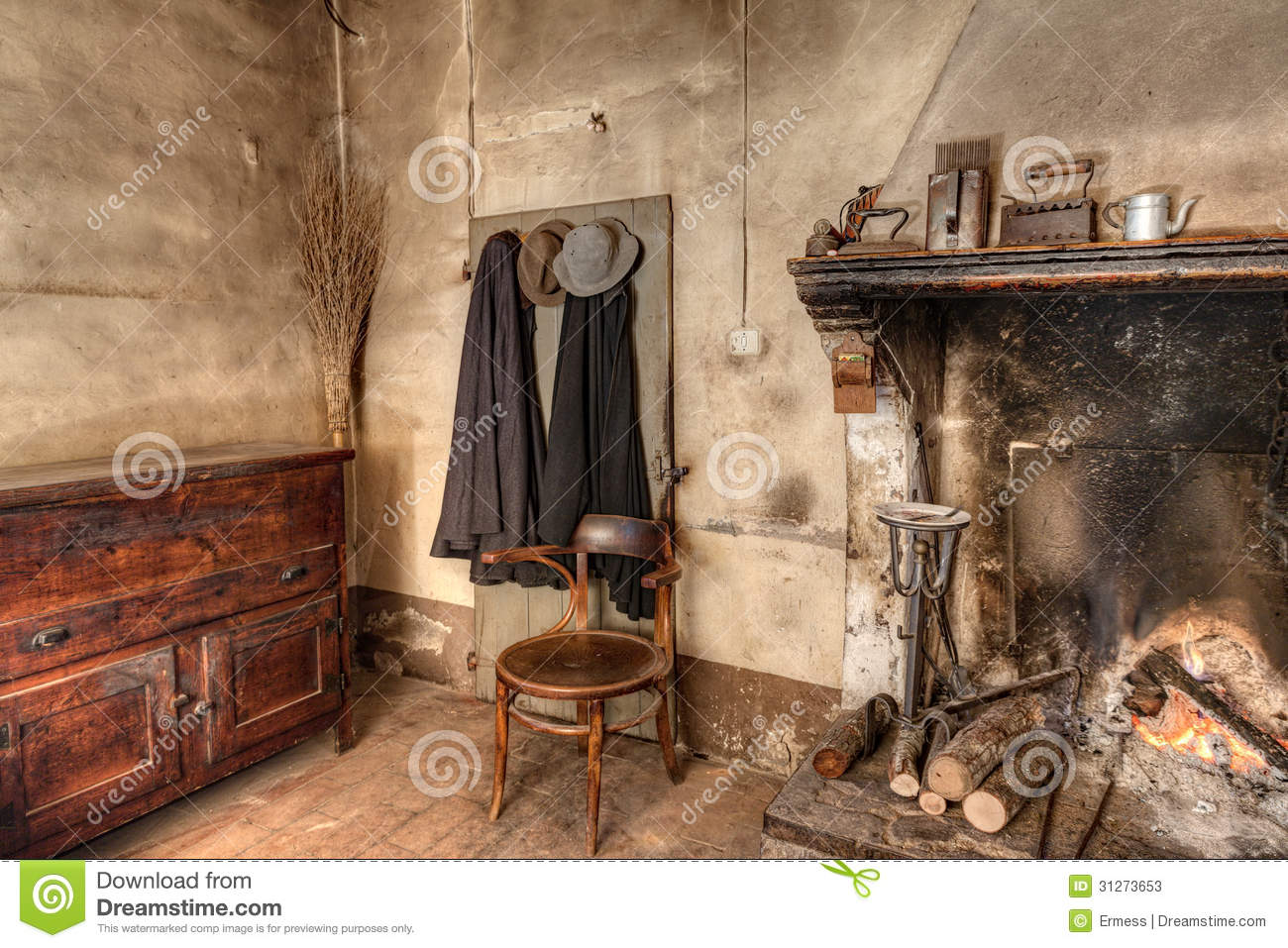 Int rieur d 39 une vieille maison de campagne photos stock image 31273653 for Interieur d une maison