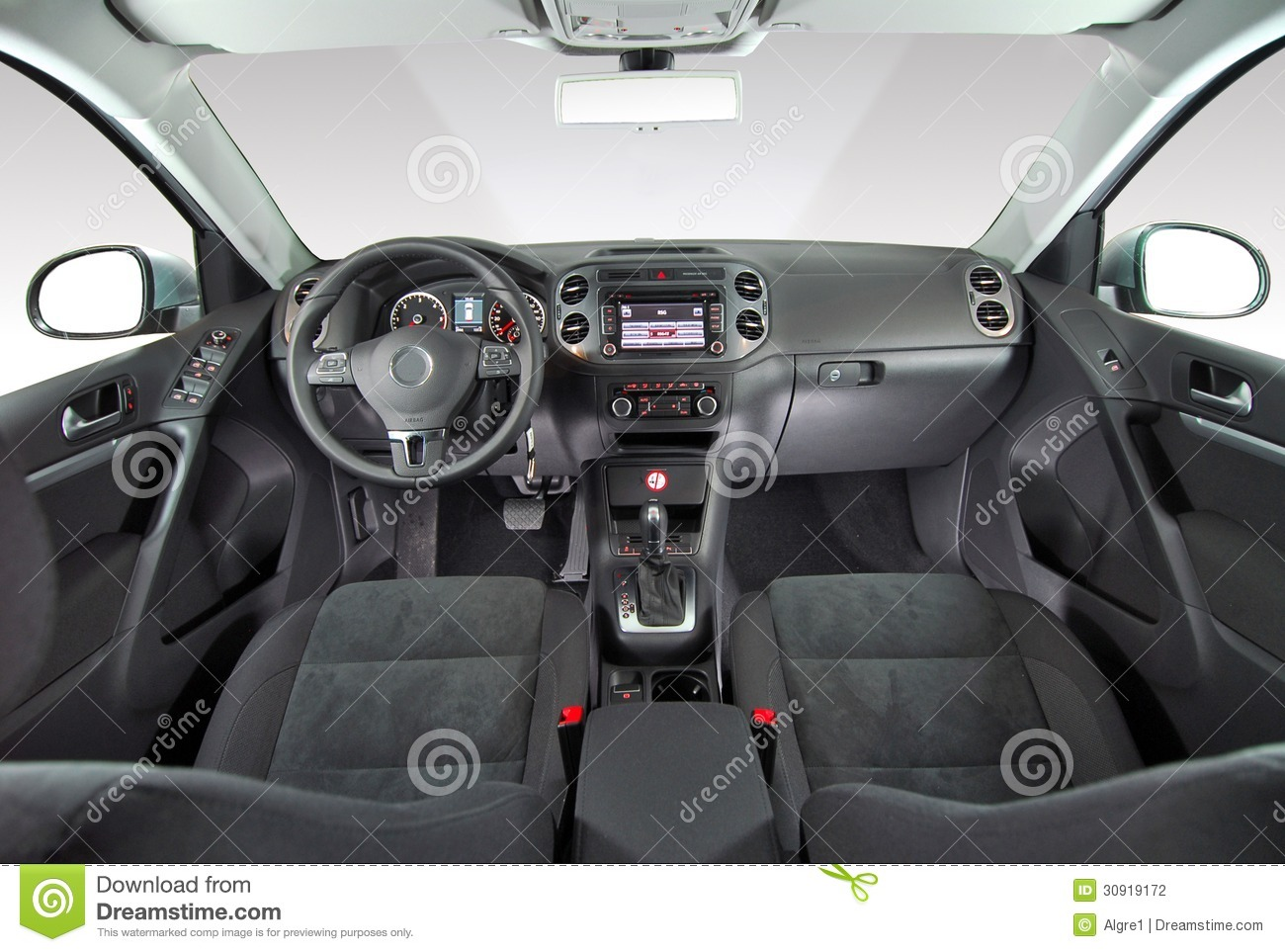 Int rieur d 39 une voiture moderne photographie stock image for Voiture nettoyage interieur